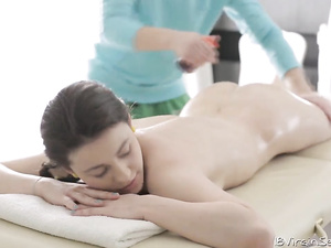 Teen client Alina rates pussy massage very high