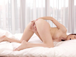 Cute Kattie Gold knows everything about fingering
