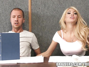 Hot Kayla Kayden catches sperm with the mouth