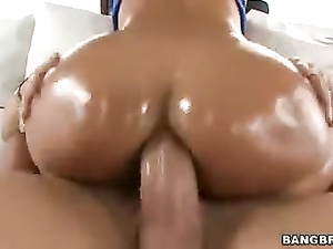 Awesome hot milf chick Lisa Ann does deepthroat blowjob and enjoys anal fuck